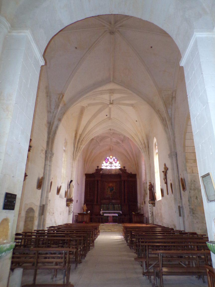 Verrières - L'église Saint-Palais - Vue de l'entrée (7 mai 2018)