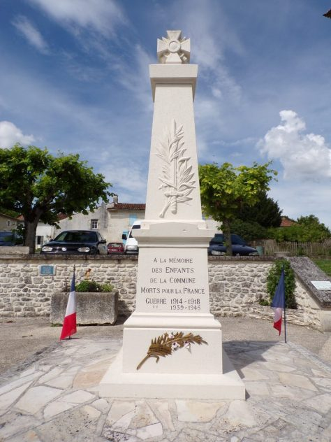 Dompierre-sur Charente - Le monument aux morts (8 juin 2018)