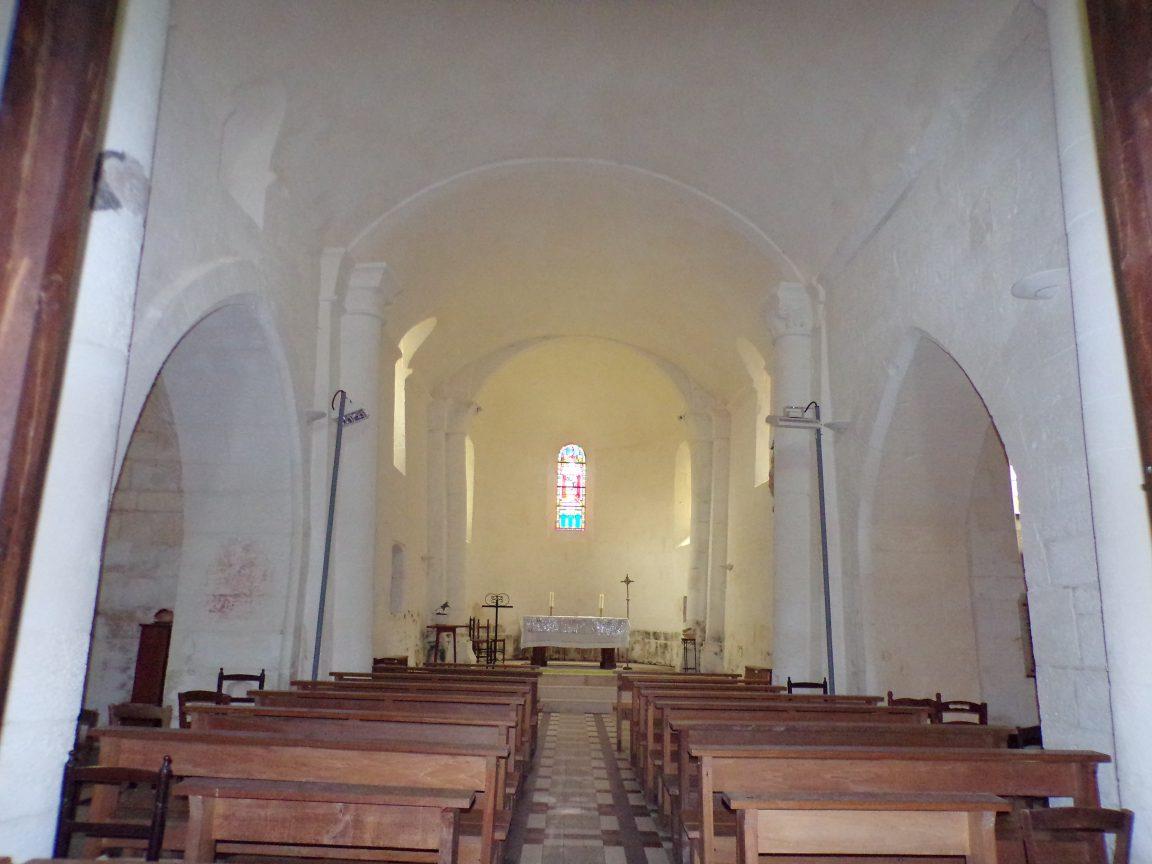 Louzac - L'église Saint-Martin - Vue de l'entrée (6 juin 2018)
