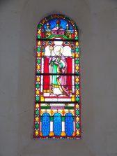 Louzac - L'église Saint-Martin - Le vitrail 'Saint Martin' (6 juin 2018)