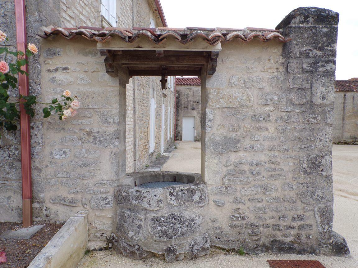 Migron - Le puits à côté de l'église (14 juin 2018)
