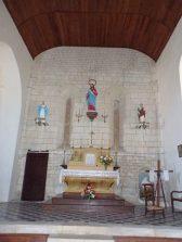 Montils - L'église Saint-Sulpice - L'autel (25 juin 2018)
