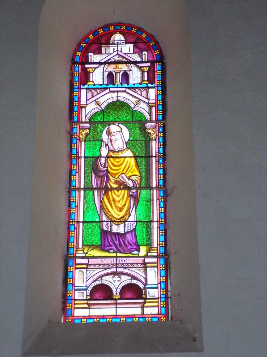 Montils - L'église Saint-Sulpice - Le vitrail 'St Sulpice' (25 juin 2018)