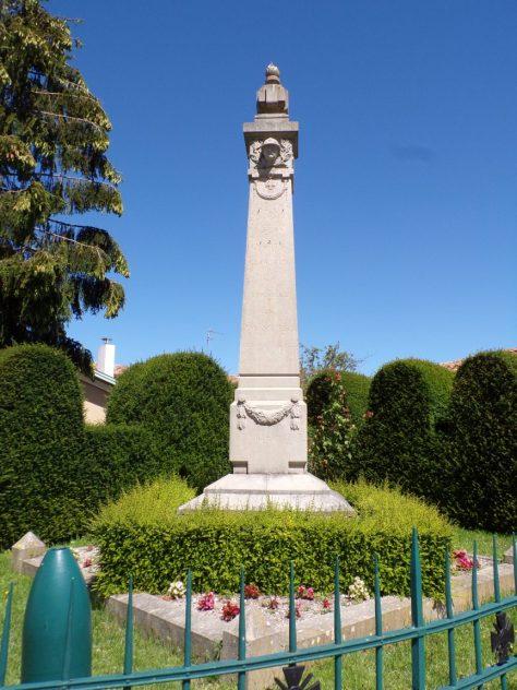 Montils - Le monument aux morts (25 juin 2018)
