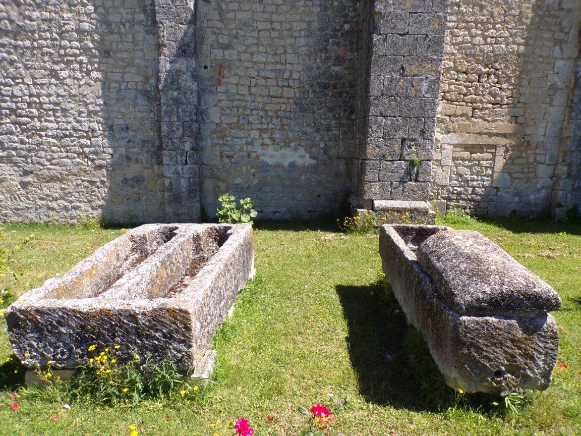 Montils - Deux sarcophages (25 juin 2018)