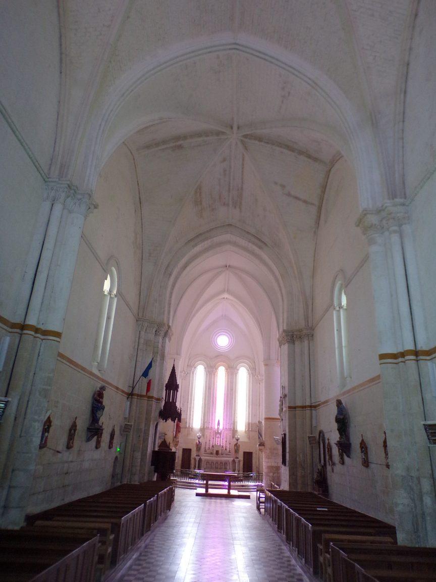Pérignac - L'église Saint-Pierre - Vue de l'entrée (25 juin 2018)