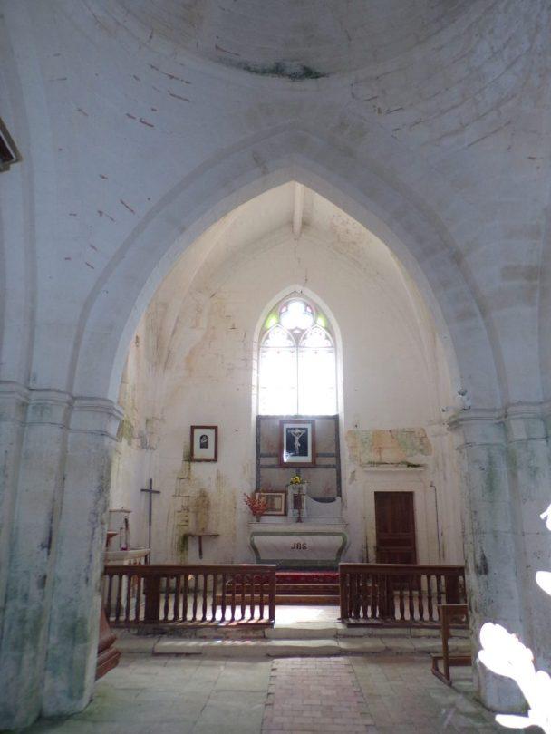 Saint-Preuil - L'église Saint-Projet - L'autel (20 juin 2018)