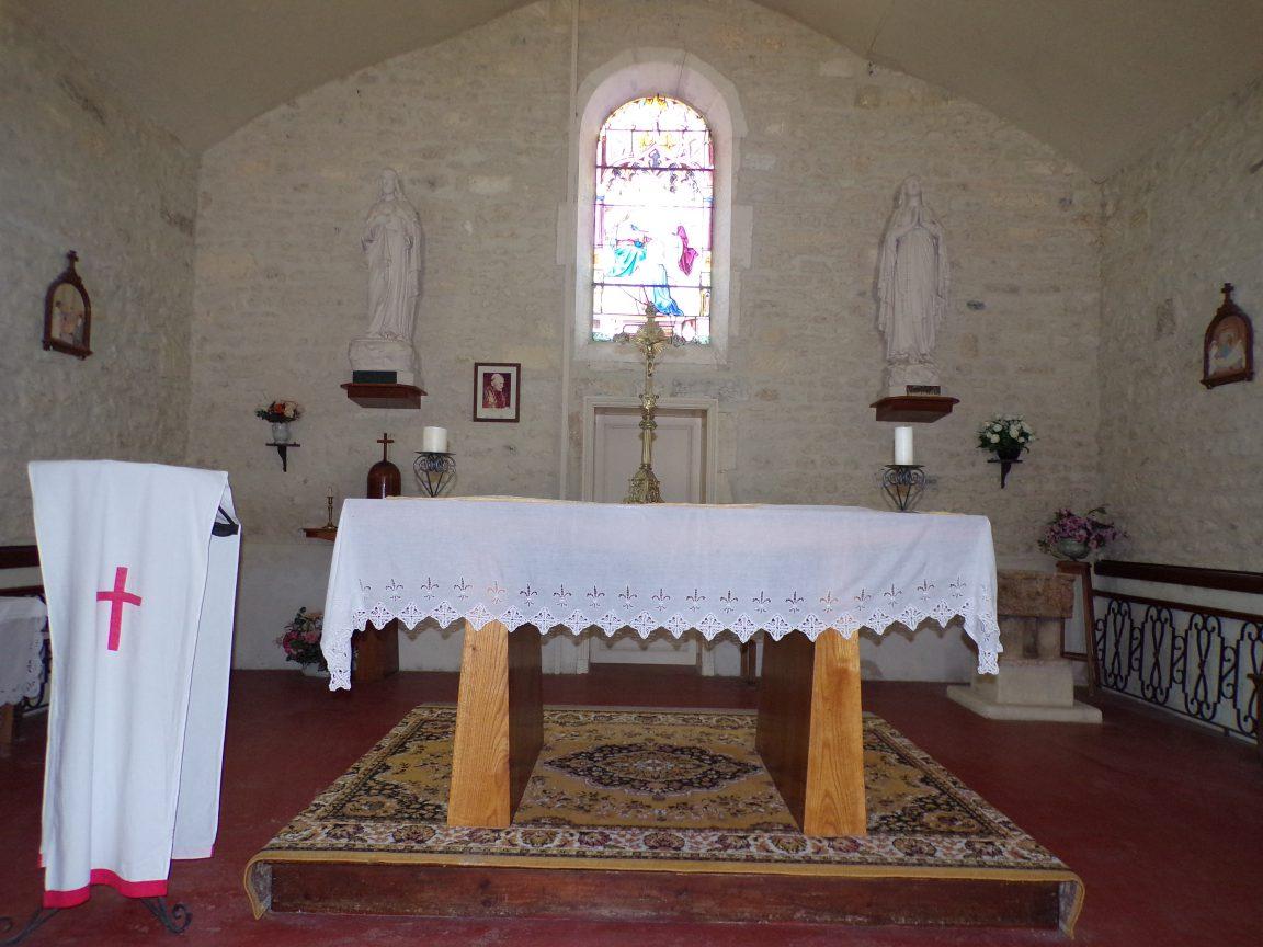 Salignac-sur-Charente - L'église Saint-Louis - L'autel (27 juin 2018)