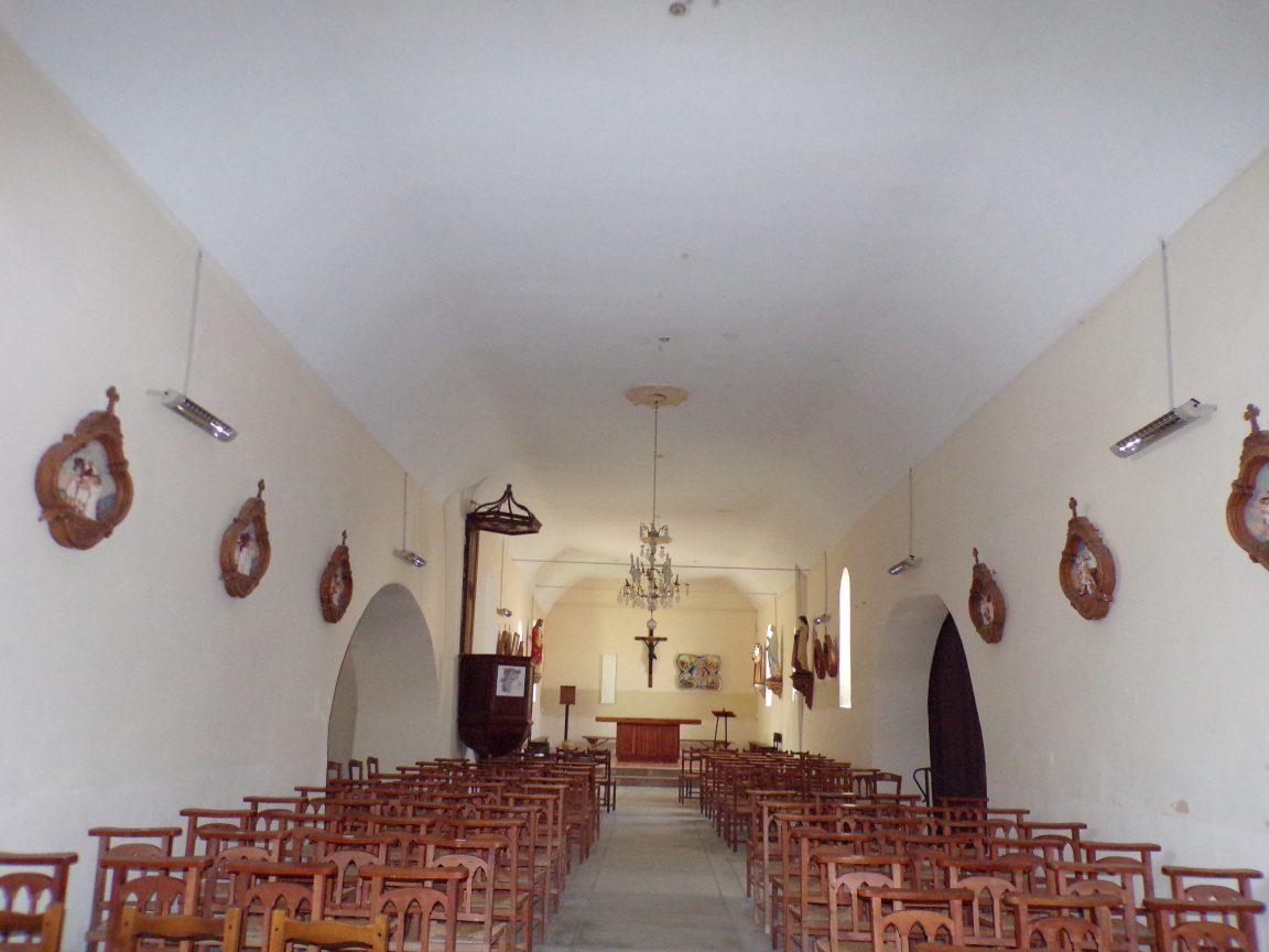 Celles - L'église Saint-Christophe - Vue de l'entrée (8 juillet 2018)