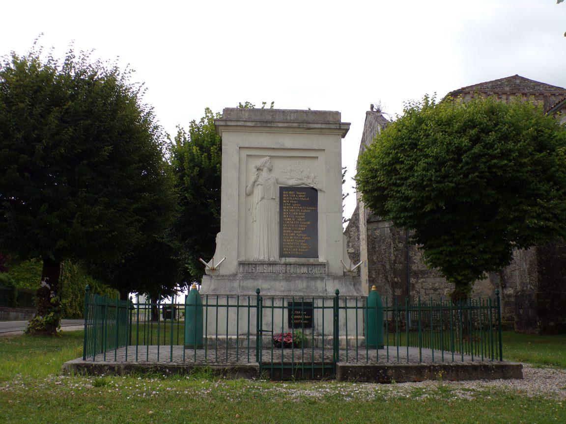Germignac - Le monument aux morts (17 juillet 2018)