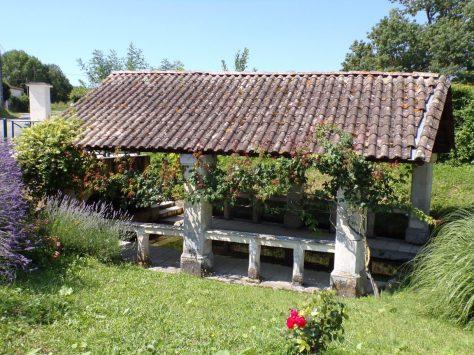 Lonzac - Le lavoir du bourg (8 juillet 2018)