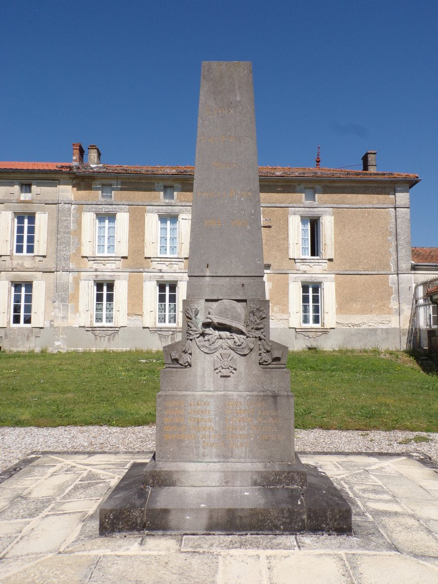 Lonzac - Le monument aux morts (8 juillet 2018)