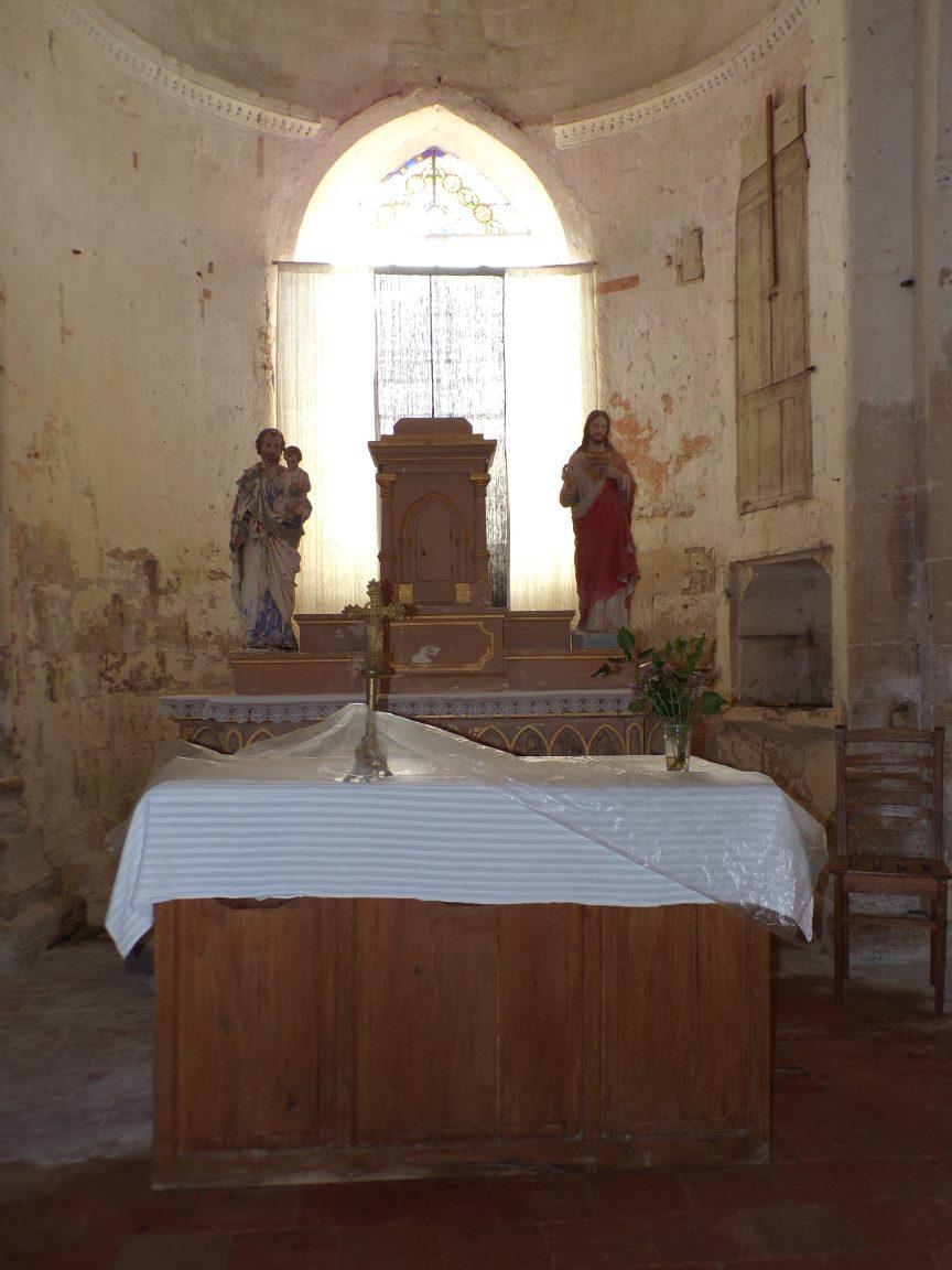 Brie sous Matha – L'église Saint-Pierre – L'autel (13 août 2018)