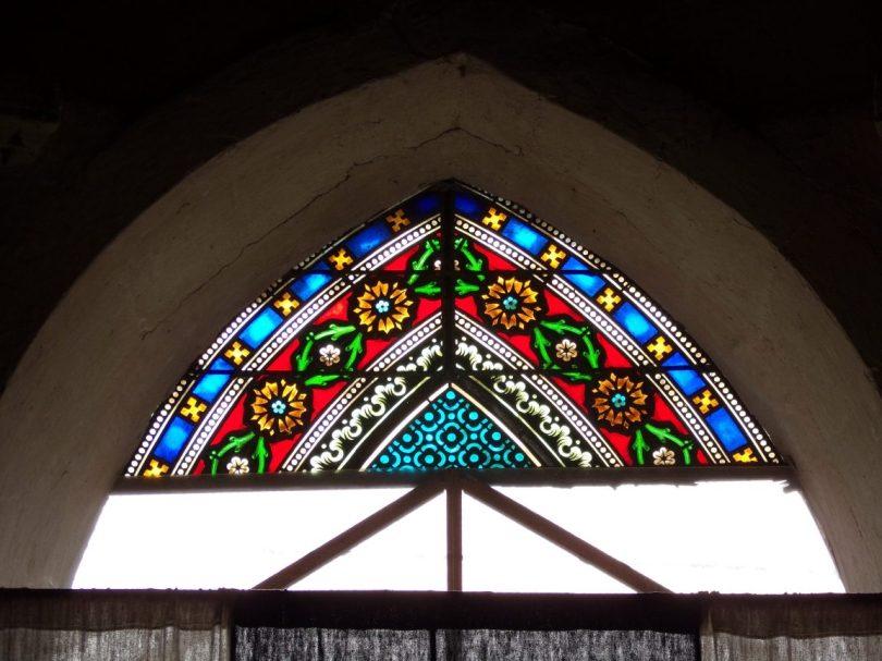 Brie sous Matha – L'église Saint-Pierre – Le vitrail (13 août 2018)