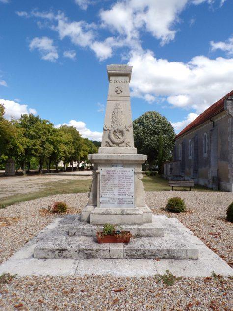 Gondeville - Le monument aux morts (9 août 2018)