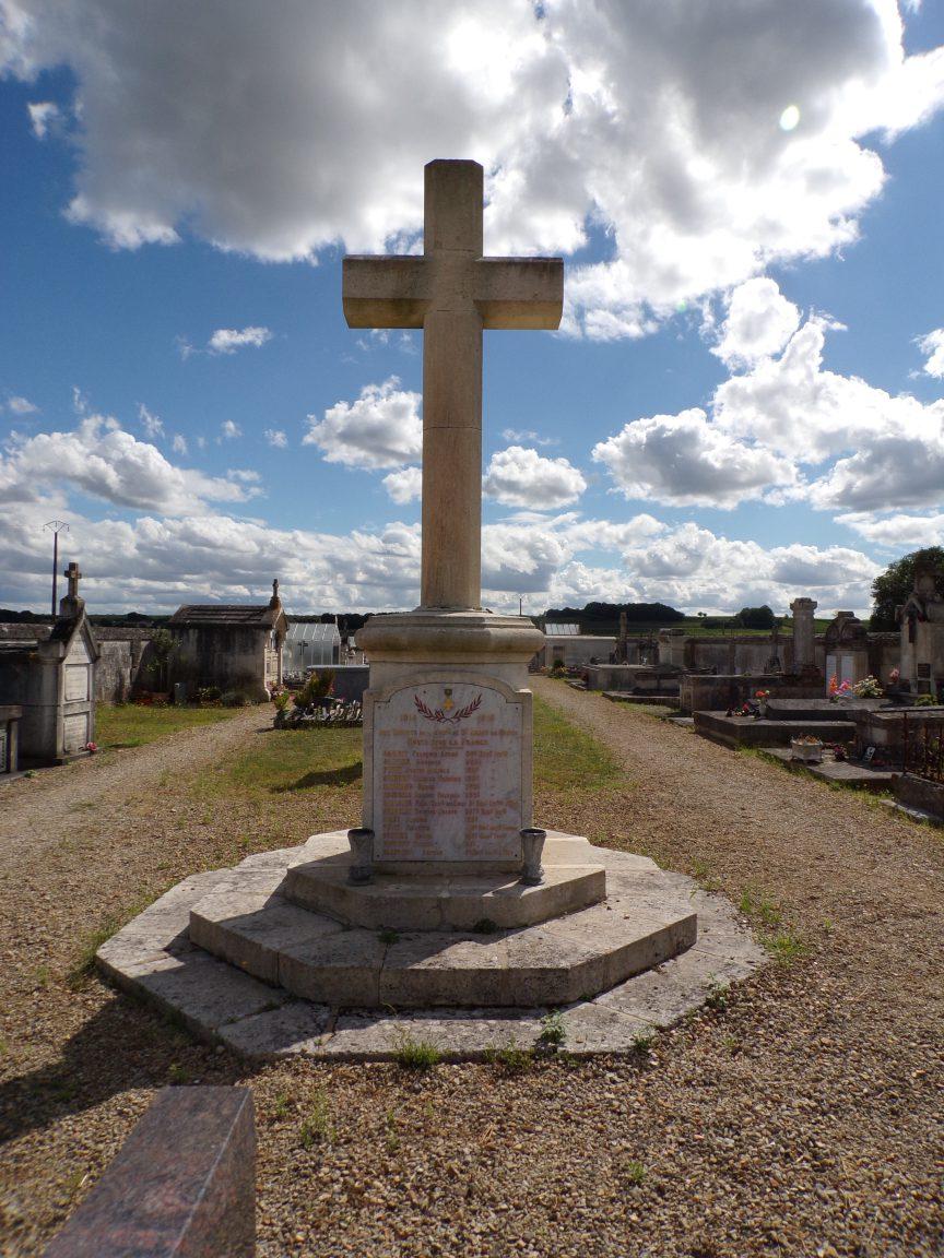 Graves-Saint-Amant - Le monument aux morts (9 août 2018)