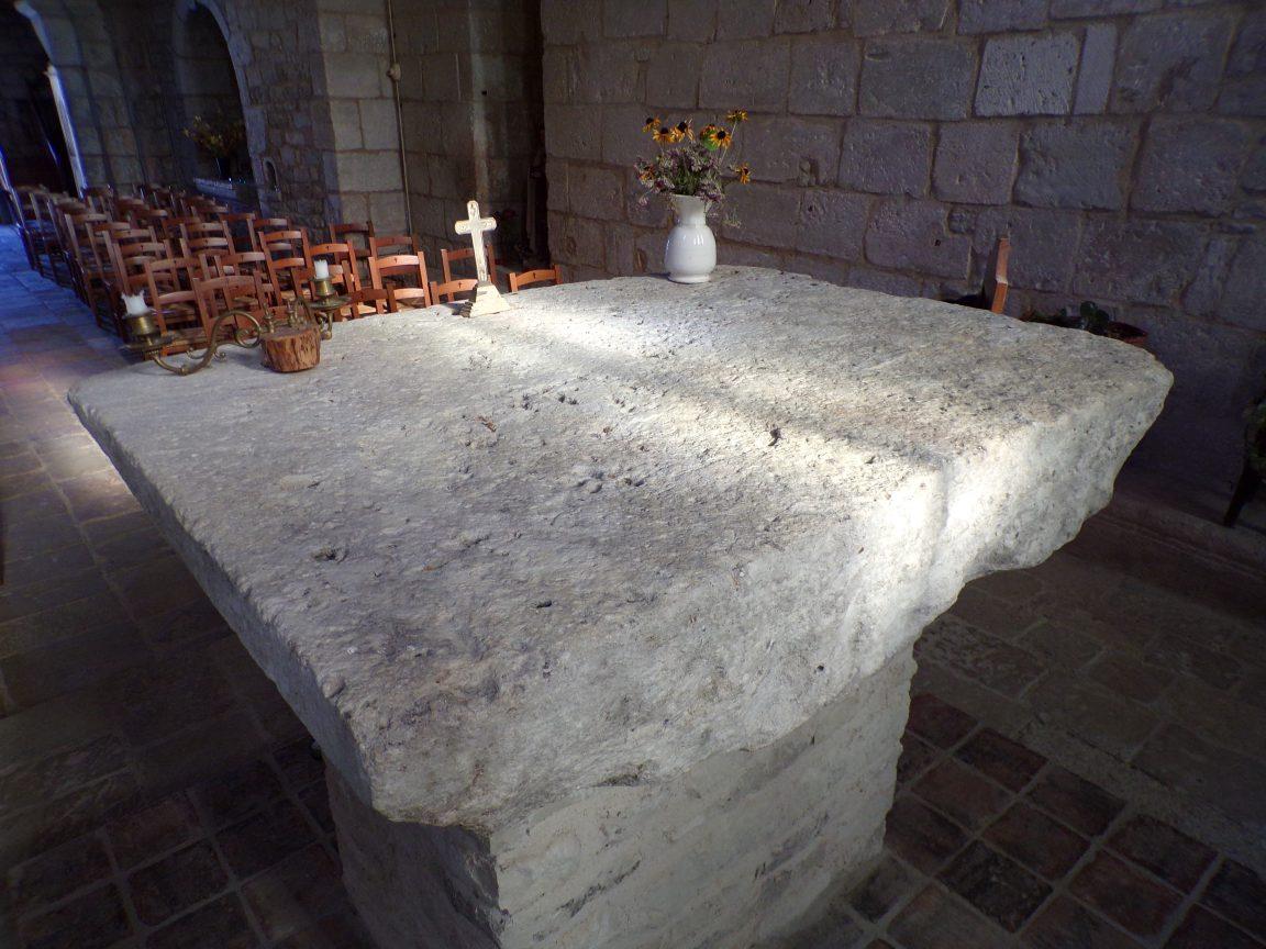 Houlette - L'autel de la chapelle de Montour à Nercillac (20 août 2018)