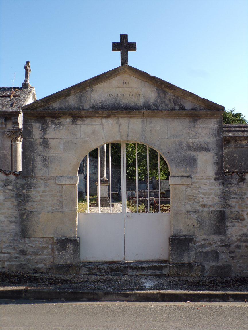 Houlette - L'entrée catholique du cimetière (20 août 2018)