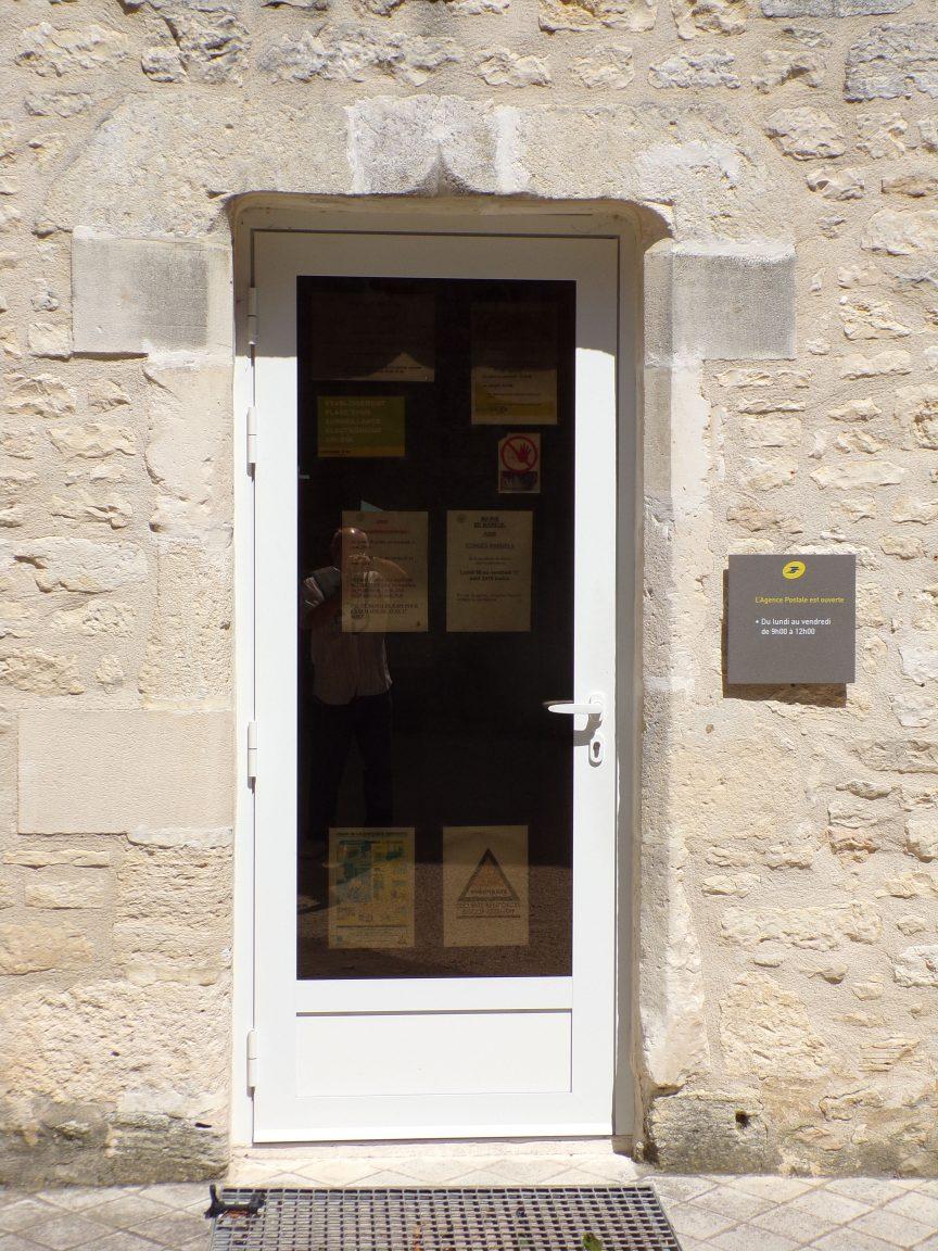 Mareuil - Le presbytère - La porte d'entrée (21 août 2018)