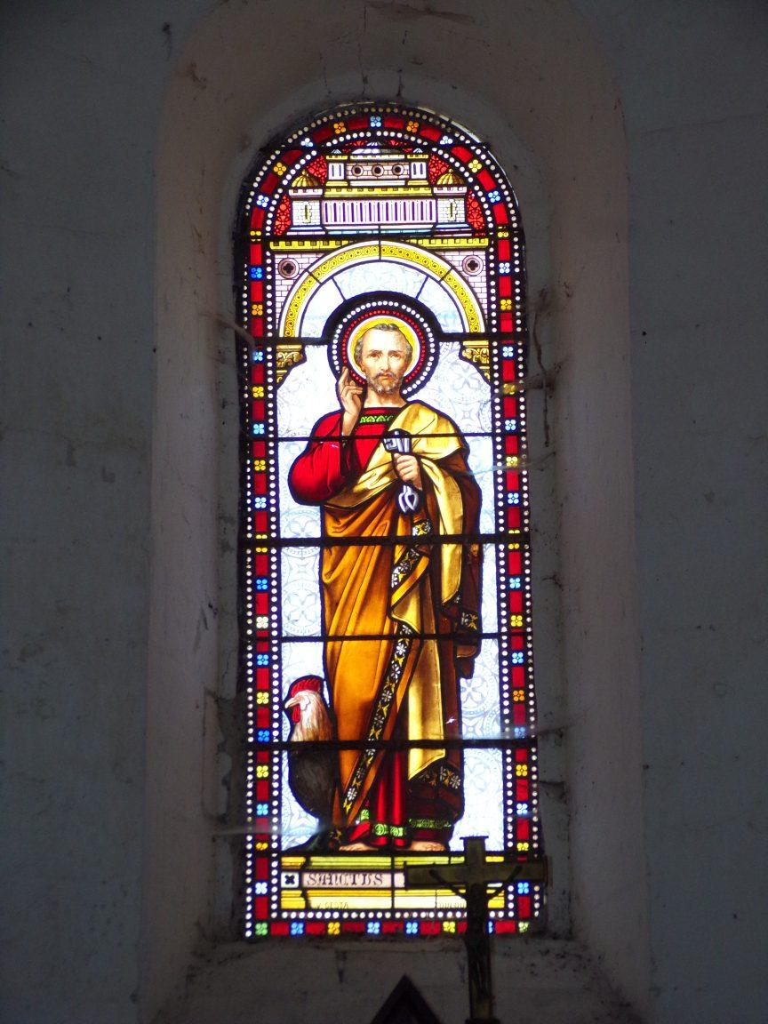 Matha - L'église Saint-Pierre de Marestay - Le vitrail 'Saint-Pierre' (13 août 2018)
