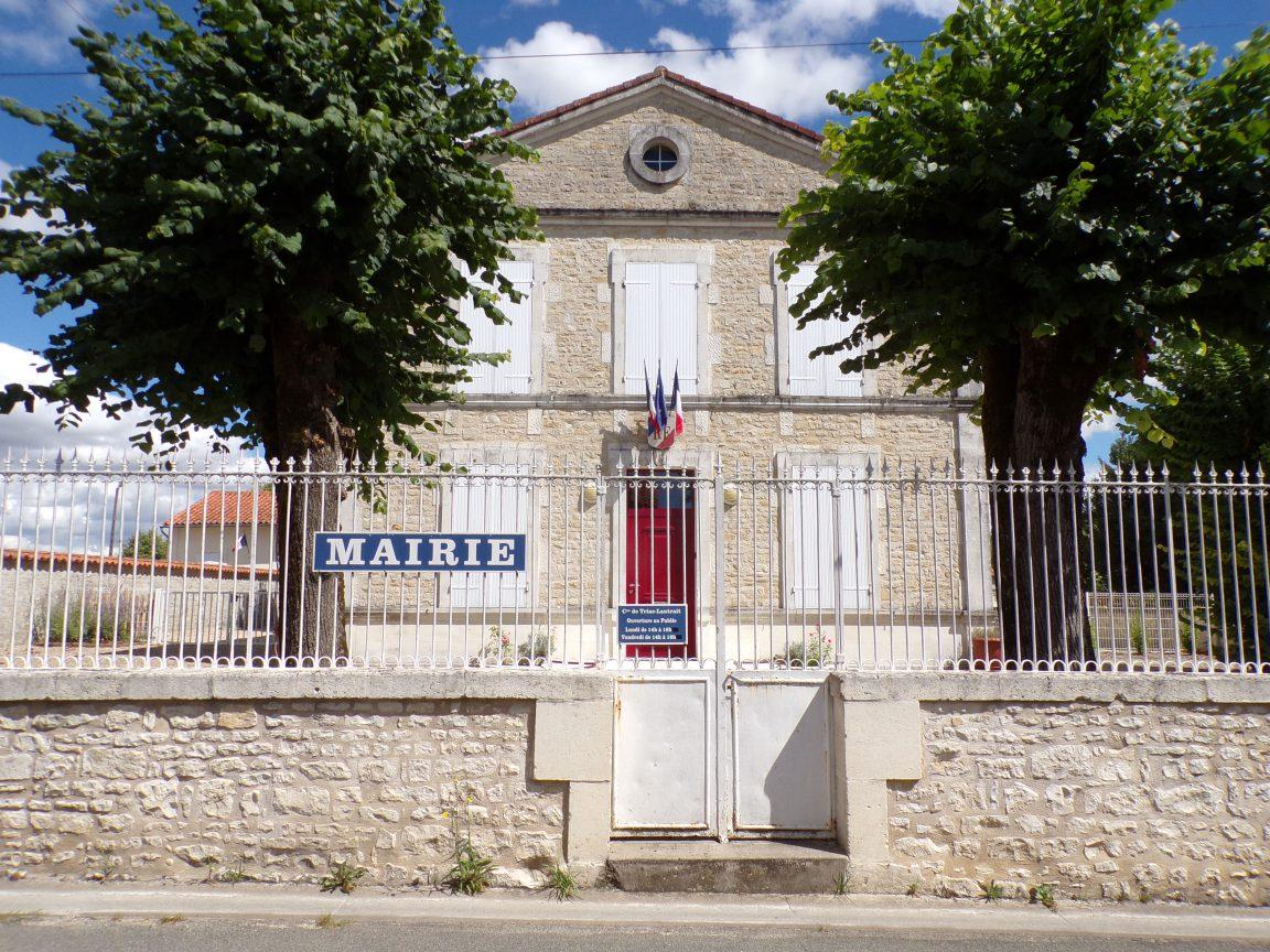 Triac-Lautrait - La mairie (9 août 2018)