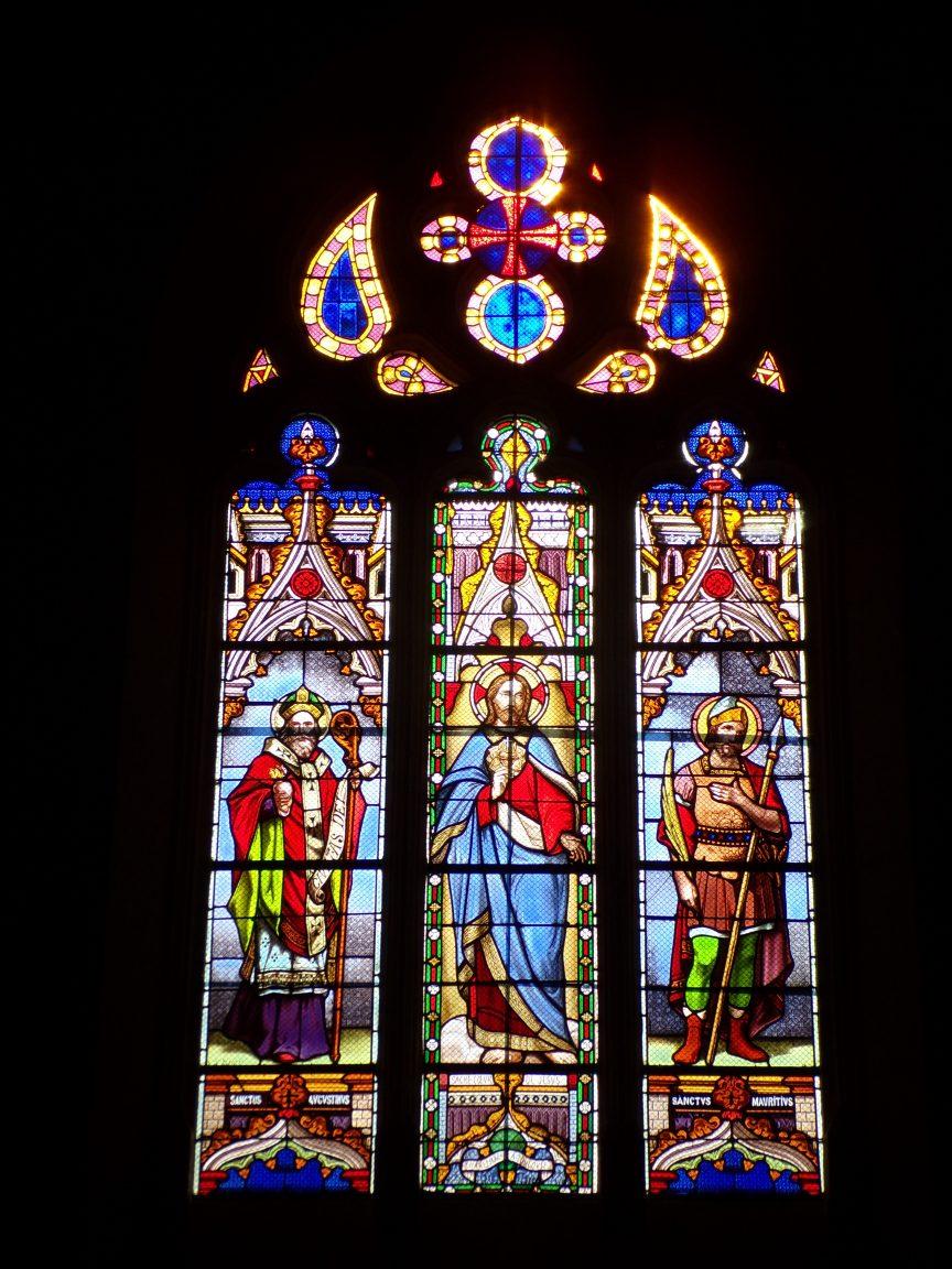 Chassors – L'église Saint-Romain – Le vitrail 'Sanctus Augustinus, Sacré-Coeur de Jésus, Charlemagne à Toulouse' (15 septembre 2018)