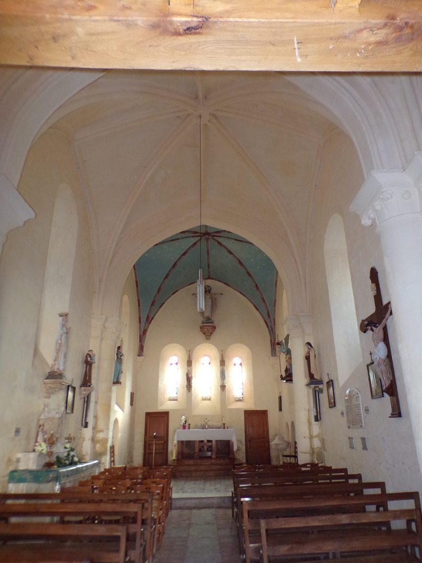 Mesnac - L'église Saint-Pierre - Vue de l'entrée (16 septembre 2018)