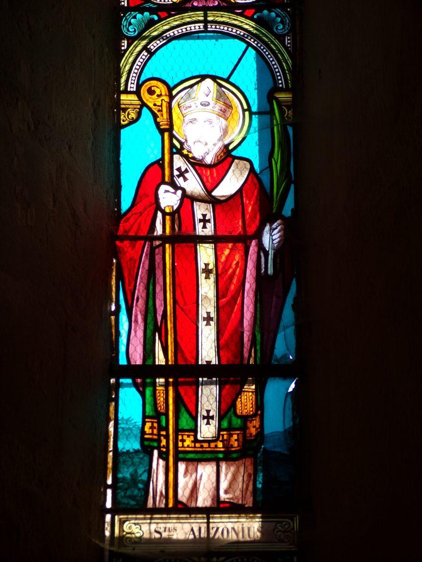 Mesnac - L'église Saint-Pierre - Le vitrail 'Sanctus Petrus' (16 septembre 2018)