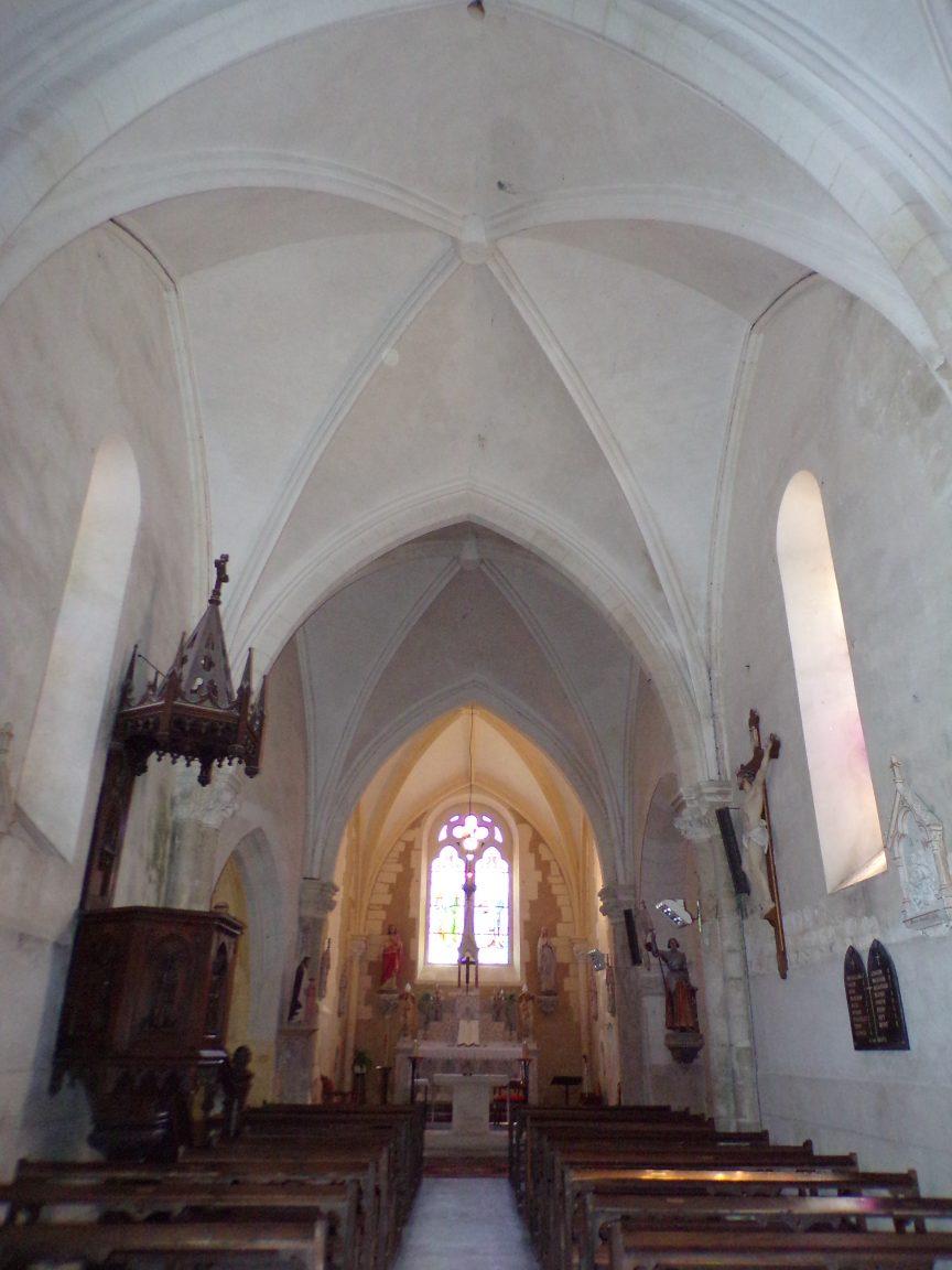 Angeac-Champagne - L'Eglise Saint-Vivien vue de l'entrée (13 mai 2019)
