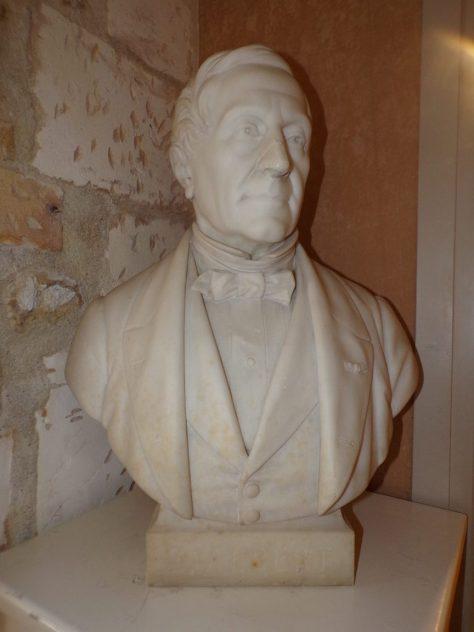 Buste Émile Albert - situé à la bibliothèque de Cognac(15 mai 2019)