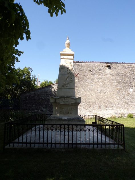 Brie-sous-Matha - Le monument aux morts (3 juillet 2019)