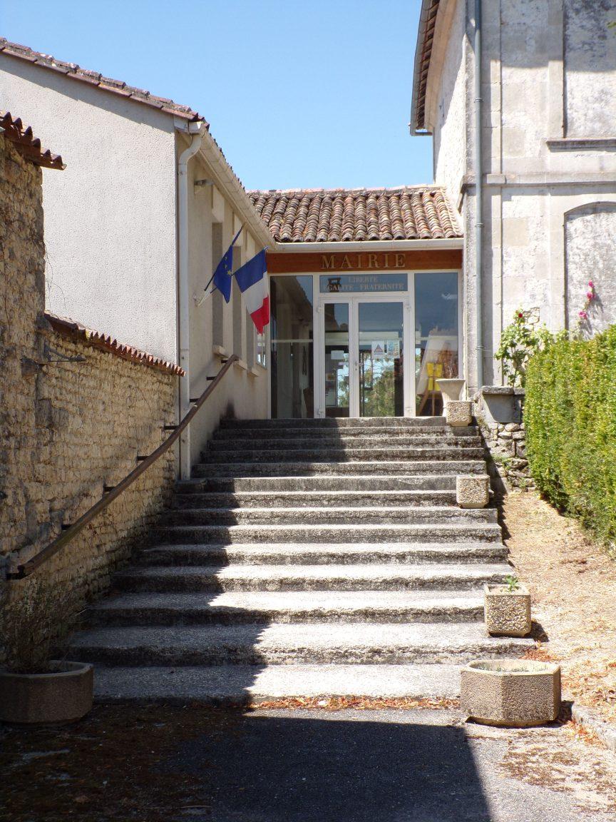 Salles-d'Angles - La mairie (16 juillet 2019)