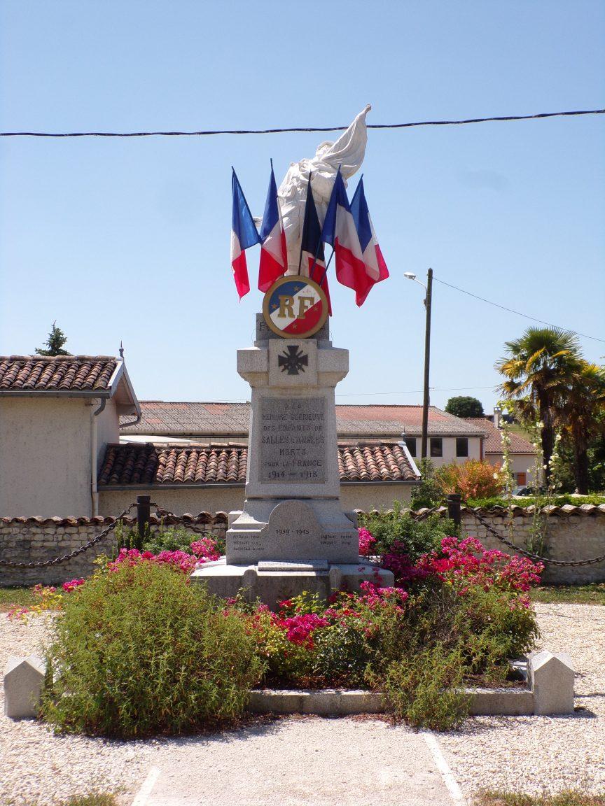 Salles-d'Angles - Le monument aux morts (16 juillet 2019)