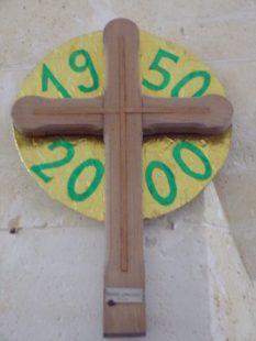 Ambleville - L'église Saint-Pierre - Croix bénie à la basilique Saint-Pierre de Rome (21 septembre 2019)