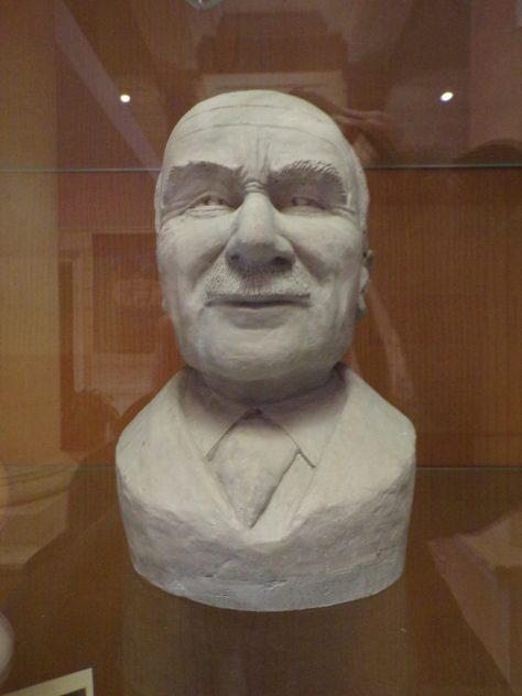 Buste de Jean Monnet - boulevard Denfert-Rochereau (mairie) (3 février 2020)