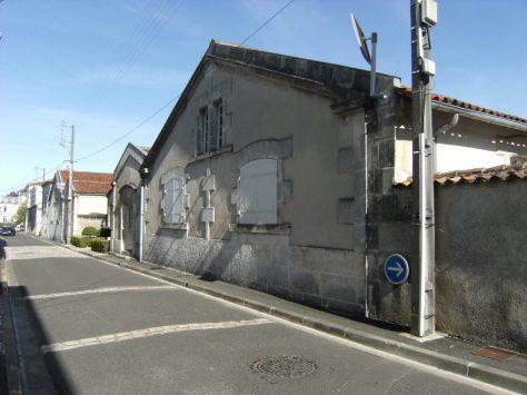 Distillerie dite Maison de Commerce L. Furlaud et Cie, puis Veuve G. Furlaud et Cie, actuellement Rémy Martin et Cie (20 août 2015)