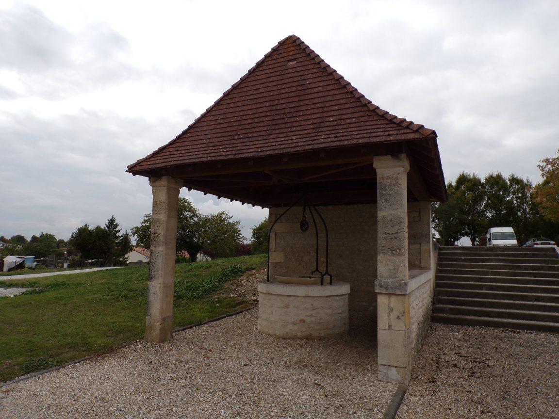 Juillac-le-Coq - Le puits couvert (18 septembre 2016)