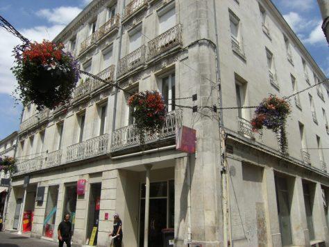 Magasin de commerce, 64, rue d'Angoulême (21 juillet 2015)