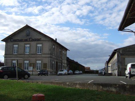 Verrerie Claude Boucher, puis Société des verreries de Cognac et de Carmaux, puis Saint-Gobain emballage, actuellement Cognac Otard et Ets Jouinot (8 octobre 2015).