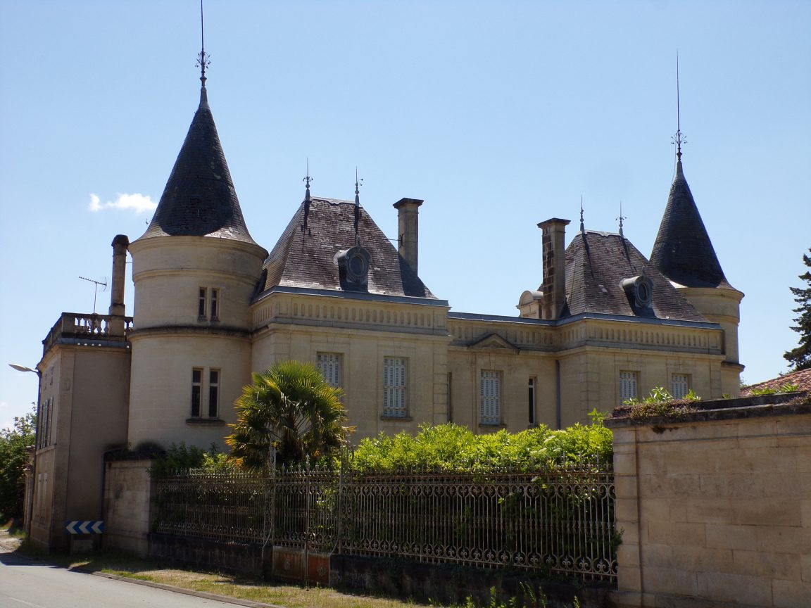 Burie - Le château 'Le Treuil' (16 mai 2020)