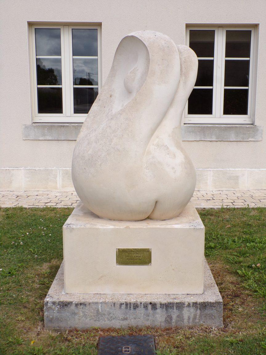 Julienne - Symposium 2005 : Métamorphose. José fait les beaux arts à Barcelone et s'installe en France en 1972. Connu dans toute l'Europe, José Ballester, participe à de multiples expositions et de nombreux salons internationaux où il obtient des prix artistiques de renom. (8 juin 2020)