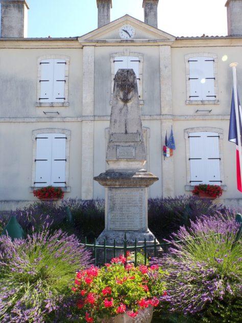 Vibrac - Le monument aux morts (22 juin 2020)