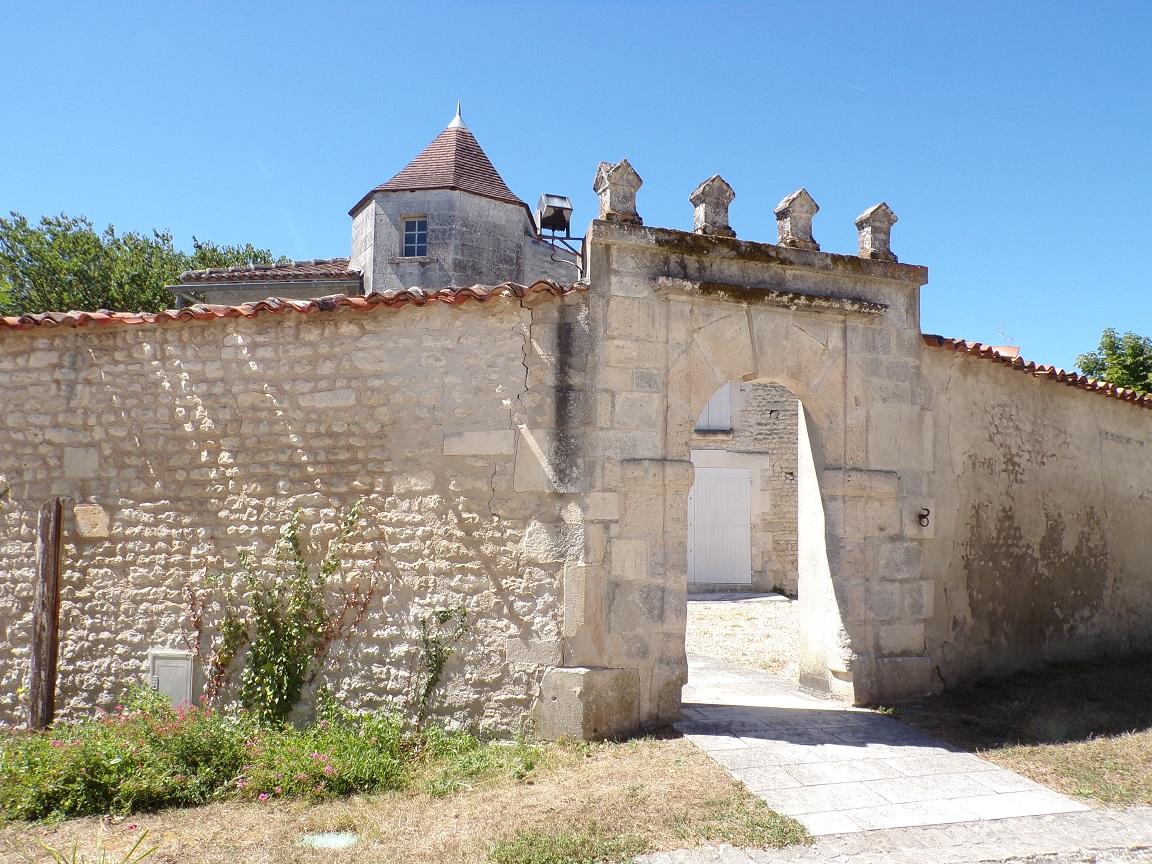 Ars - La mairie (22 août 2016)