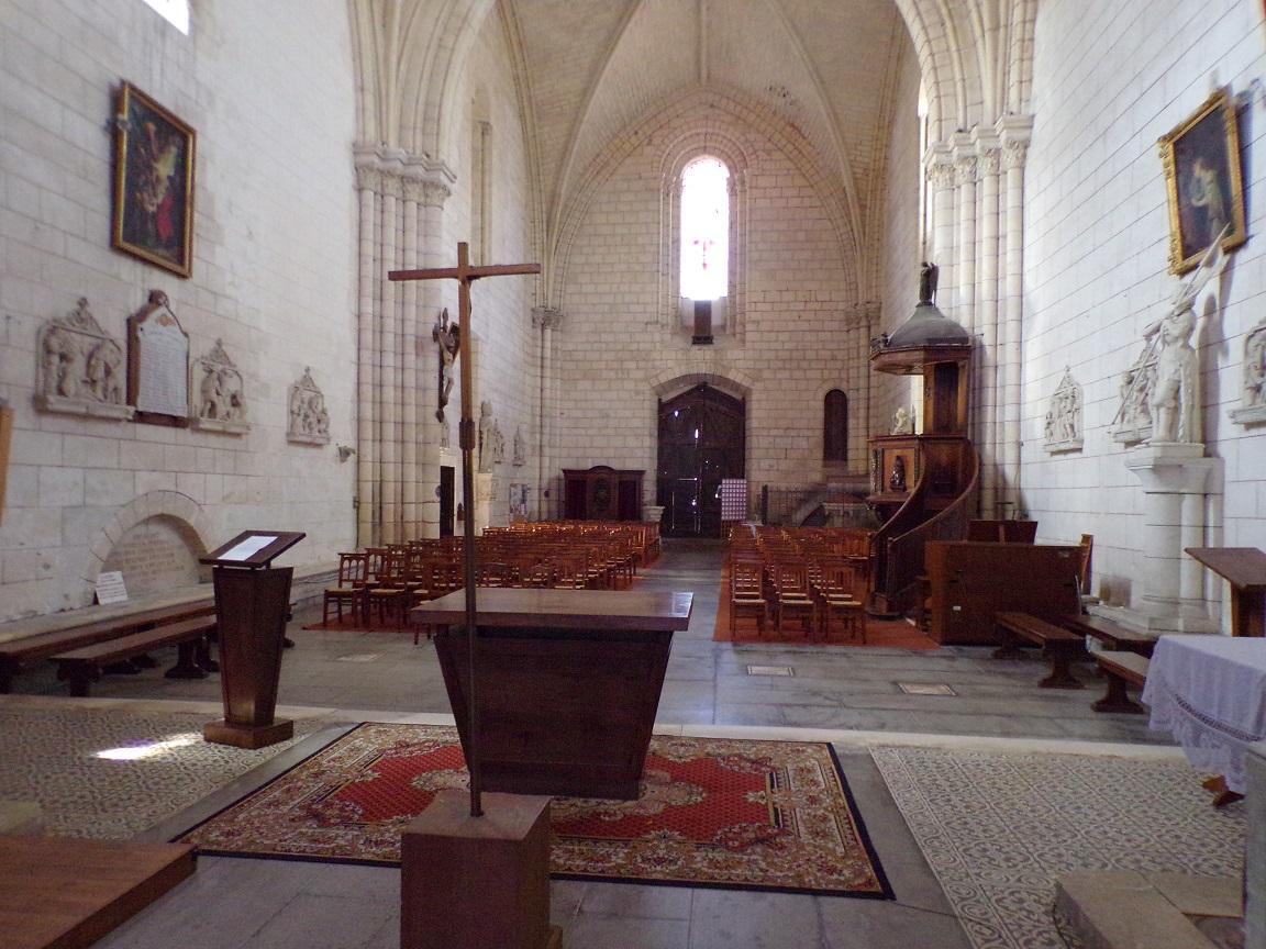 Bassac - L'abbaye Saint-Etienne - Vue de l'autel (18 août 2016)
