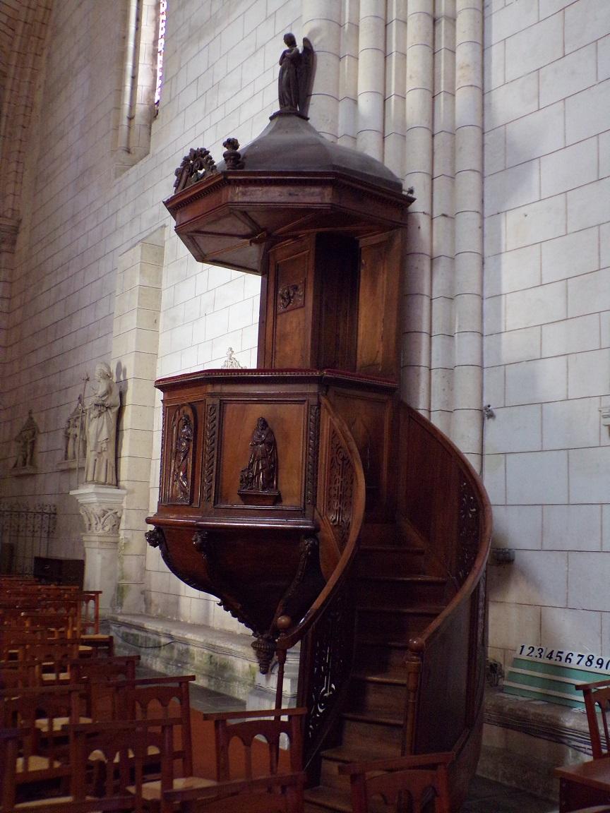 Bassac - L'abbaye Saint-Etienne - La chaire (18 août 2016)