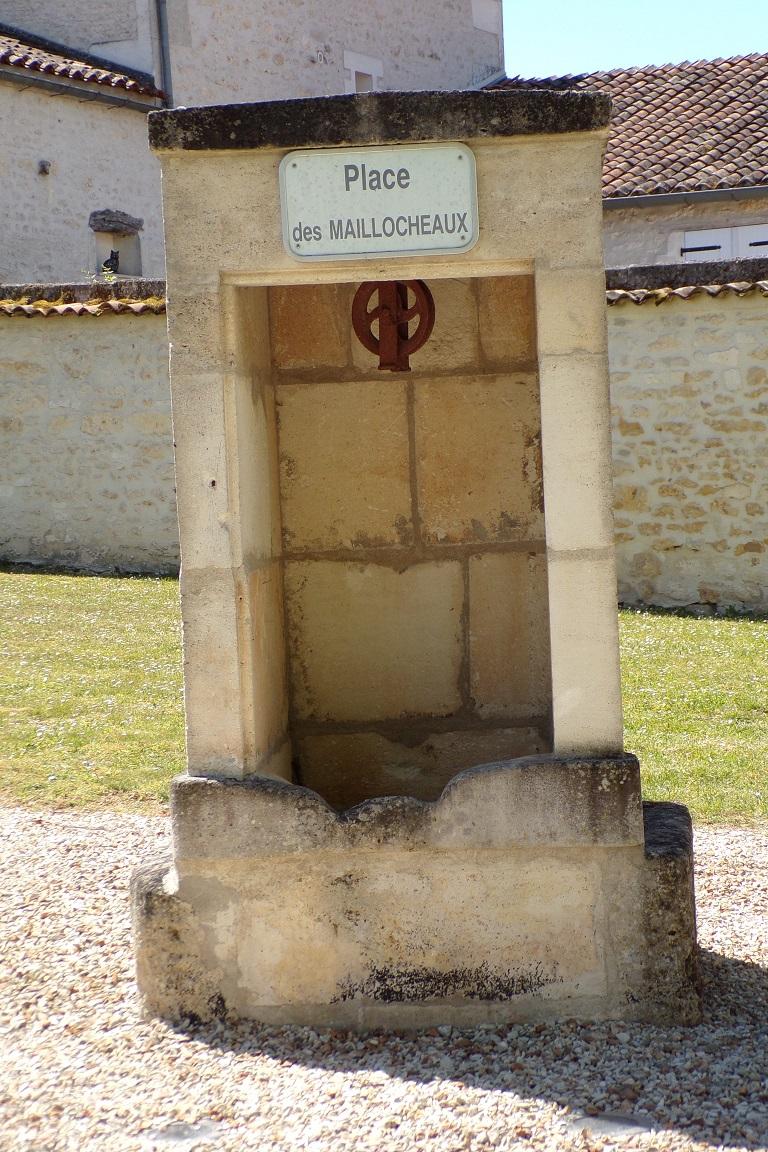 Bourg-Charente - Le puits derrière la Mairie (24 avril 2017)
