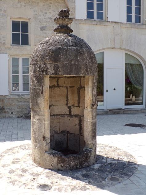 Bourg-Charente - Le puits place du Port (15 août 2016)
