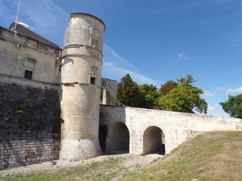Bouteville - Le château de Bouteville (18 août 2016)
