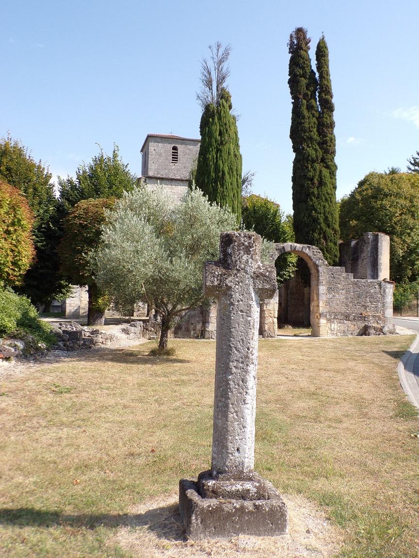 Bouteville - L'église Saint-Paul - La croix (8 septembre 2016)