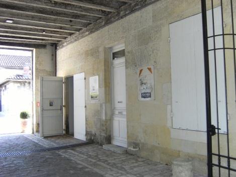 Distillerie Planat, puis veuve Planat et Cie, puis Planat et Cie, puis de Grandseignes Pionneau et Cie, puis Pionneau J. et Cie, actuellement Camus (3 septembre 2015)